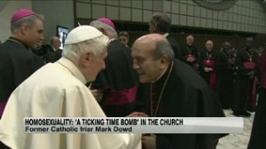 Biarawan Mark Dowd (kanan) (cnn.com)